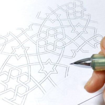 絵を描く 画家 イスラム紋様